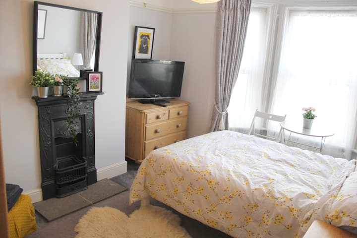 Spacious double room in the Edwardian house