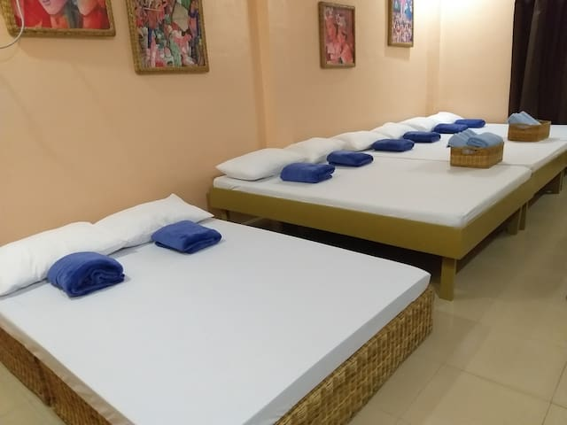 4 double beds for 8 pax