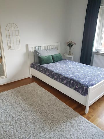 Huge bedroom with a view, quiet, central location
