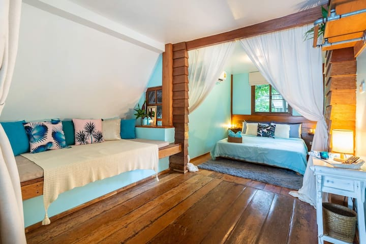 TOP FLOOR (MASTER BEDROOM)  'Perfect house!Very peaceful sleeps & beautiful lazy days swimming in the Ocean & napping in the hammock. Location was perfect, right in the center of everything. Highly recommend this place for a holiday in Koh Phangan'