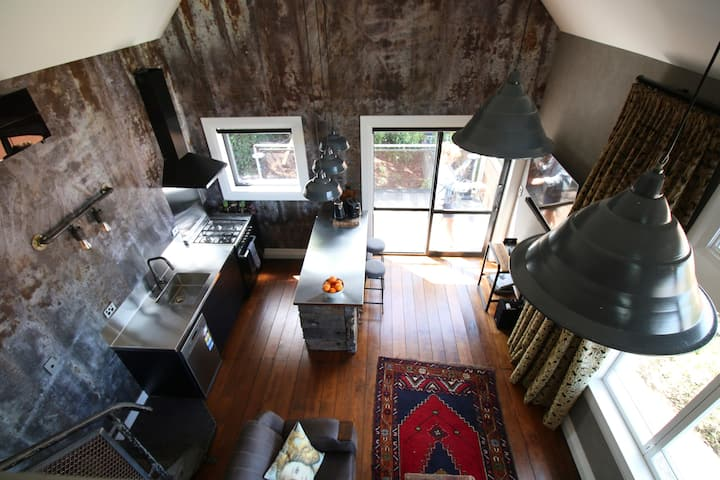 Steampunk Loft - stay uniquely Oamaru this summer