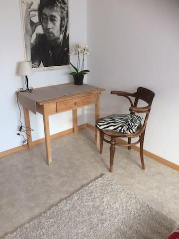Zimmer im Haus Distel - Zeneggen - Casa