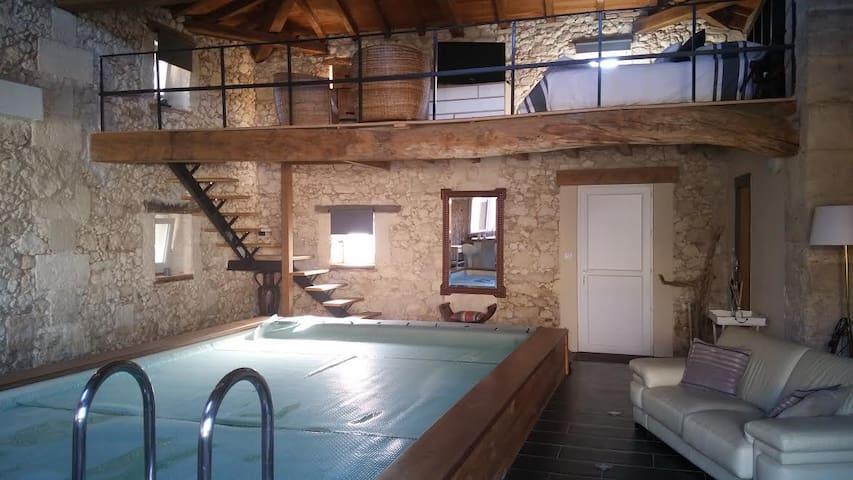 Maison pierre avec piscine intérieur 28° - Cavignac - Huis