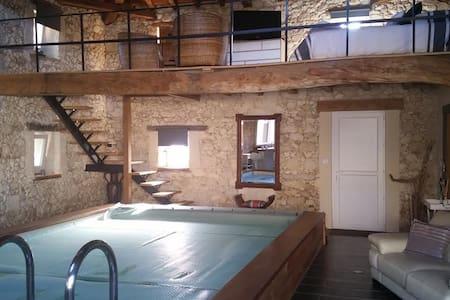 Maison pierre avec piscine intérieur 28° - Cavignac