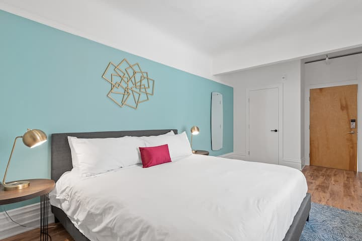 Weekly Stays Welcome! 100% Contactless, Memory Foam Mattress, Roku + Fast WiFi