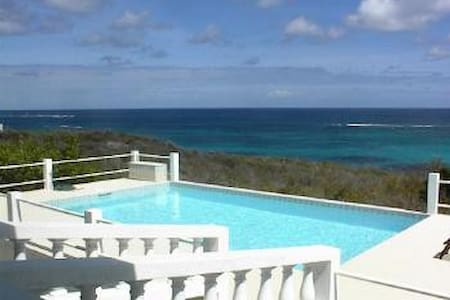 Great 3 bedroom villa with lovely pool - Shoal Bay