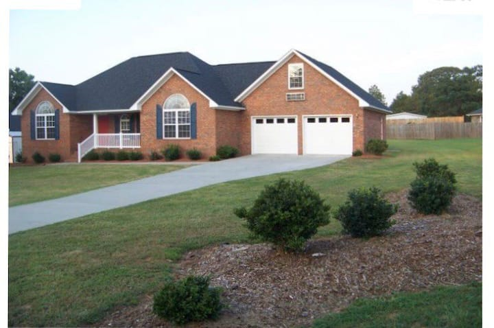Beautiful Home Away from Home Near Shaw AFB