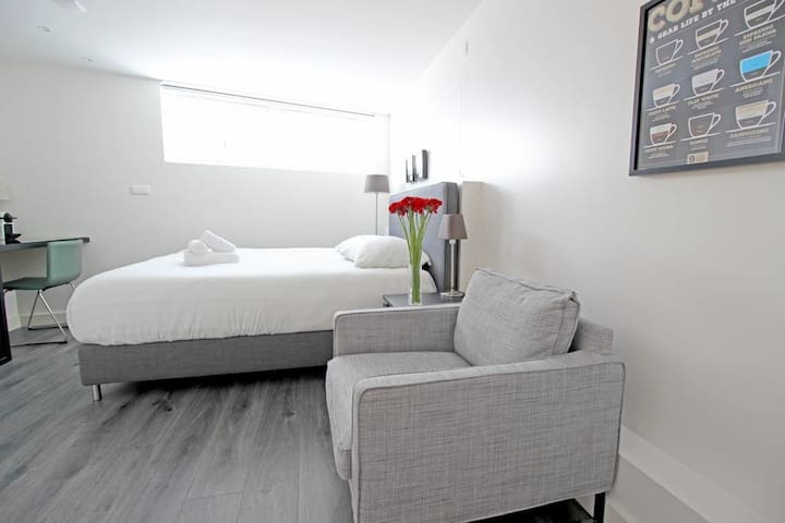 Modern room in City Centre next to famous Jordaan