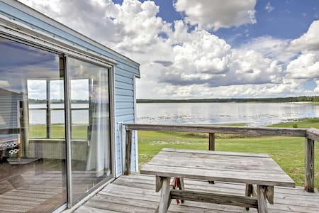 Lakefront Silver Springs Cabin w/Deck & Grill!