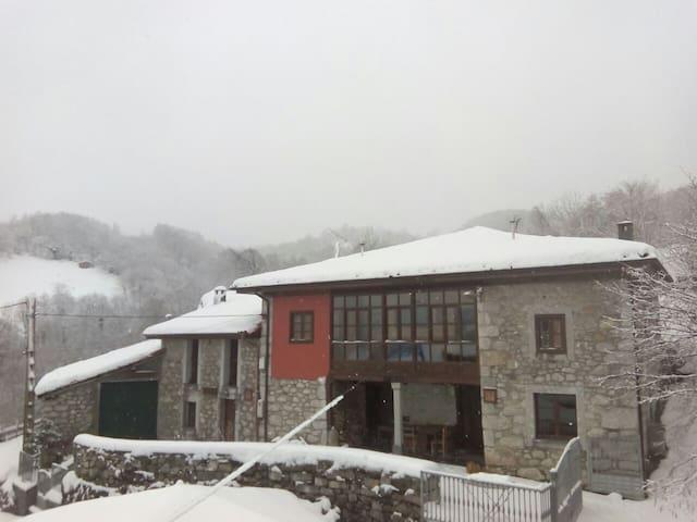 Casa Rural La Xiana - Tanda - Hus