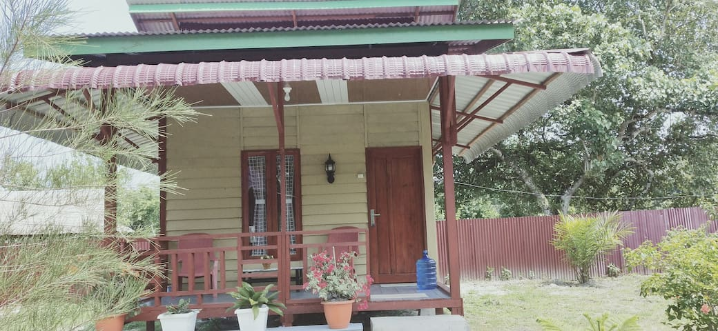 Pondok Oma III, bungalow front beach