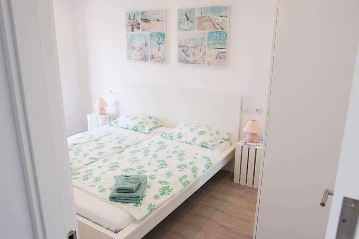 Schlafzimmer 1, Bett 180x200