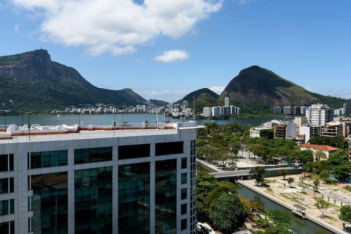 Vista da sala para Lagoa Rodrigo de Freitas e Cristo Redentor