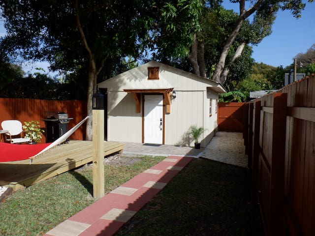 Beautiful & Brand New Cottage perfectly located!