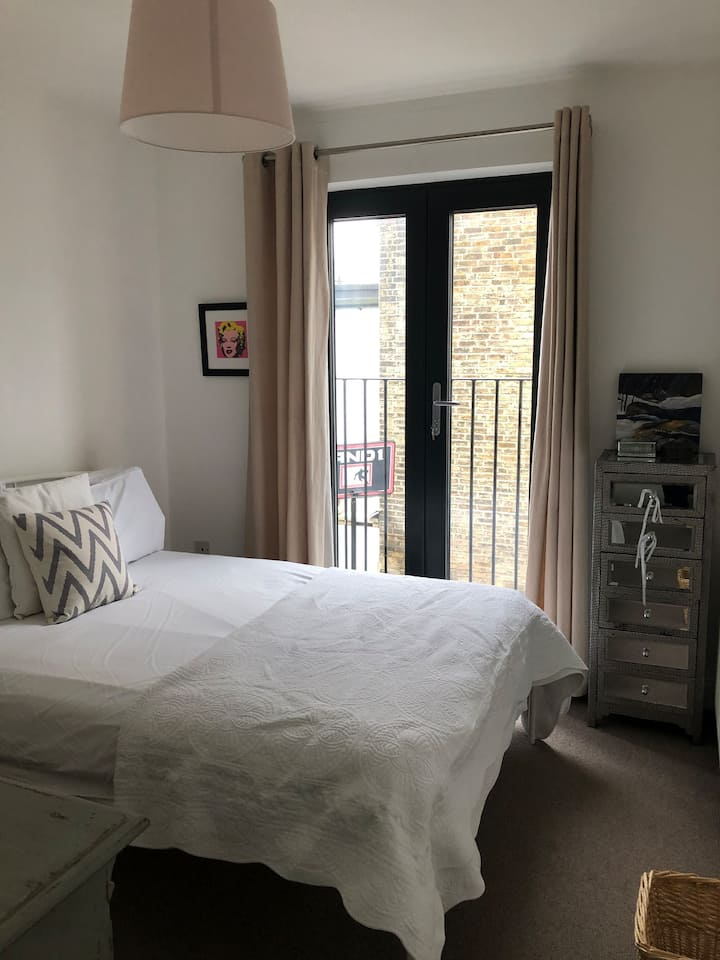 Stylish Double Bedroom Kensal Rise
