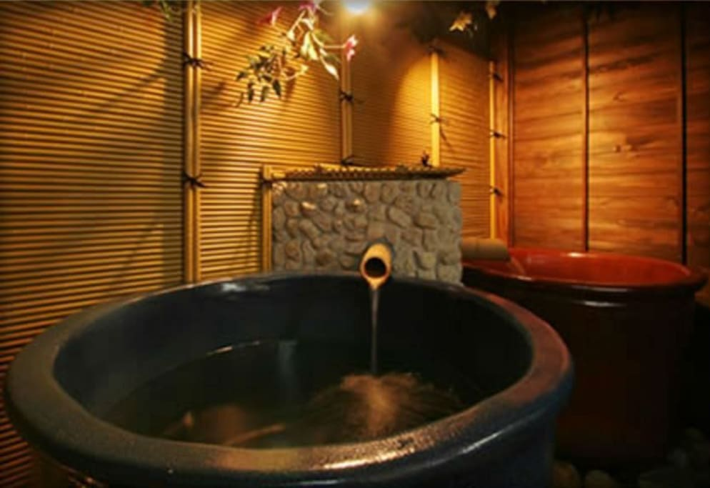 Our guests can enjoy this Onsen at Tnabe Ryokan, our partner.