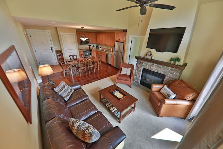 Family-Friendly w/Shared Hot Tub, Pool/Private Washer/Dryer/Free WiFi Near Lifts