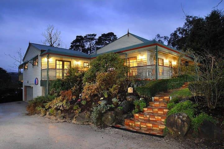 1920s period home near bushwalking trails