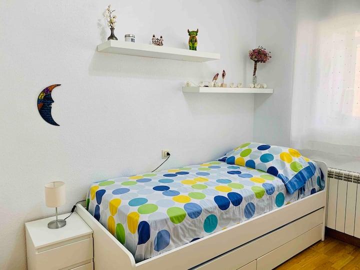 Acogedora habitación a 10min del centro