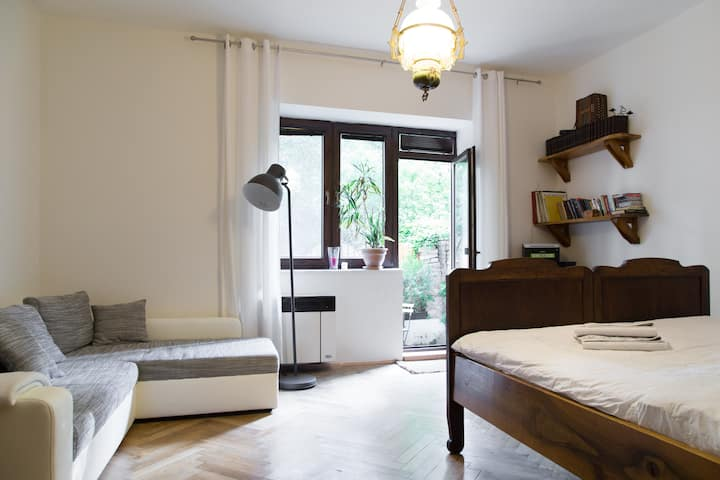 Quiet apt in Old Town with Garden & King-size bed