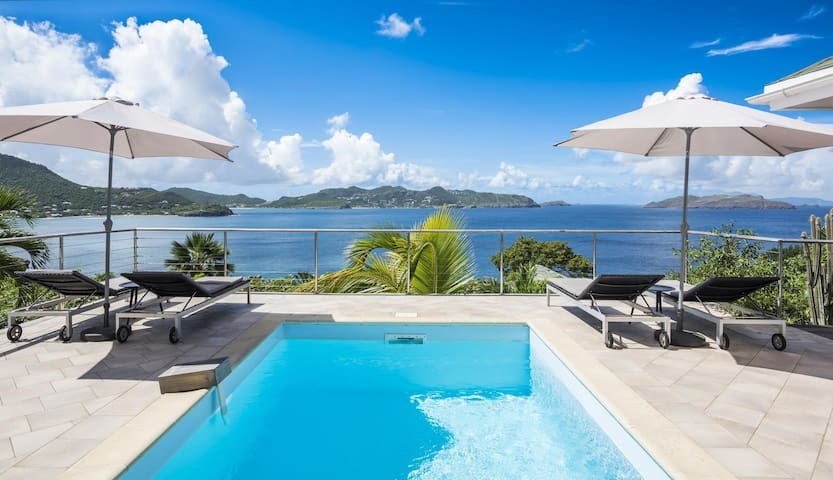 Gorgeous Ocean Views, Private Swimming Pool, Sundeck with Lounge Chairs, Free Wifi, AC