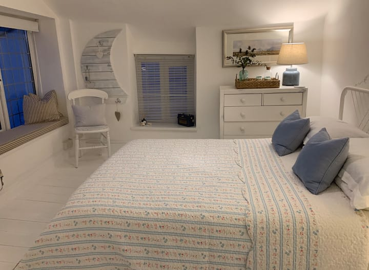 Cosy fisherman's cottage for two with sea view
