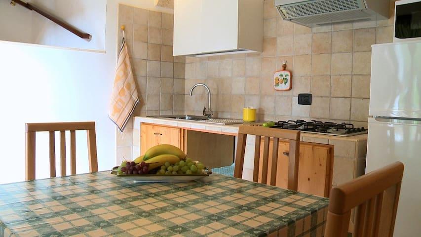 Ingresso / Zona pranzo, cucina