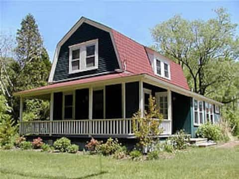 House on the Hill- Dog Friendly Near Cape May
