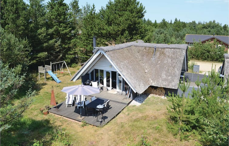 Holiday cottage with 3 bedrooms on 64m² in Nørre Nebel