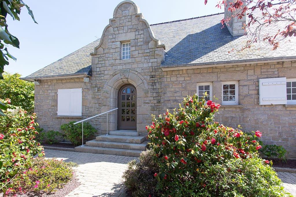maison en pierre rénovée en 2016