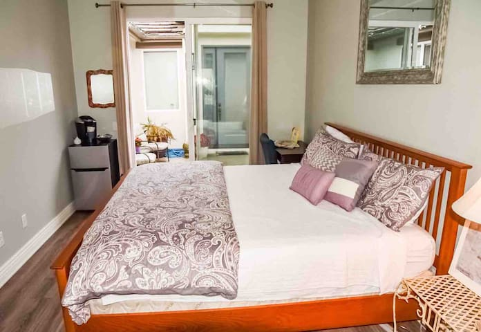 Private suite w/ king bed 1/2 way between LA & SF