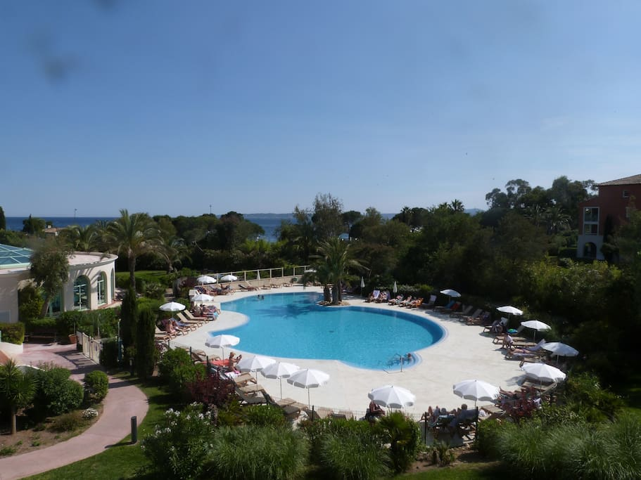Appt 207 vue mer piscine 100m plage flats for rent in for Piscine roquebrune sur argens