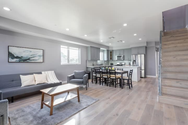 Oasis with 4BR in the Heart of Korea Town