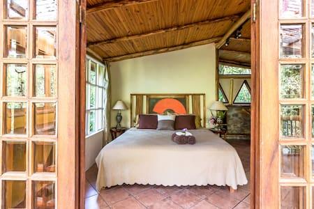 "Honeymoon Cabin at Finca Mia: ""soulful elegance"" - San Isidro de El General"