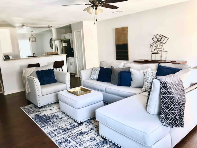 Chic Home Near Tyler Perry Studios and Airport