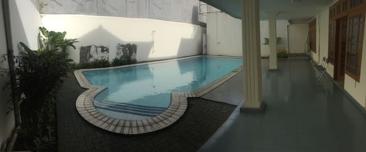 (3) Prviate BR in quiet area + pool, near mall
