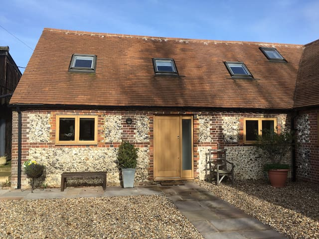 Beautiful flint cottage in the Chilterns