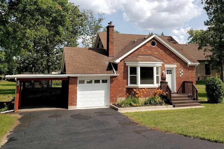 Private 4 bedroom home, close to everything!