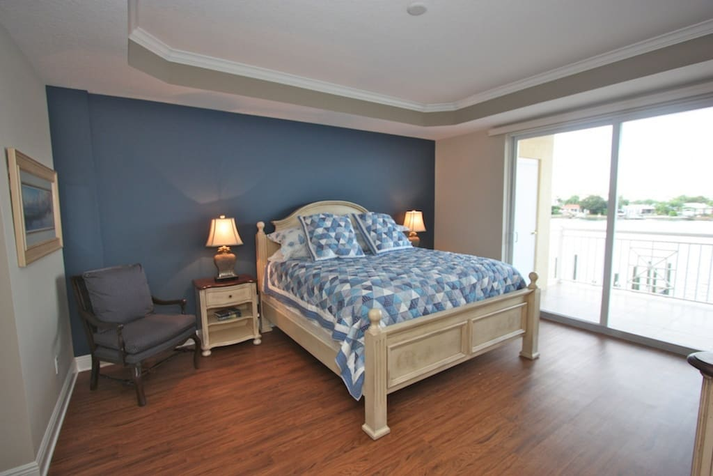 Master Suite with King Bed/Flat Screen Cable TV/Access to Private Patio/Luxurious Private Master Bathroom