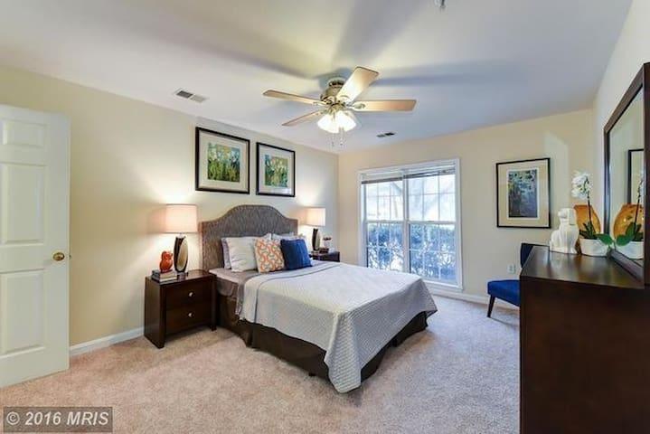 Private ground floor cute condo - Rockville - Appartement en résidence