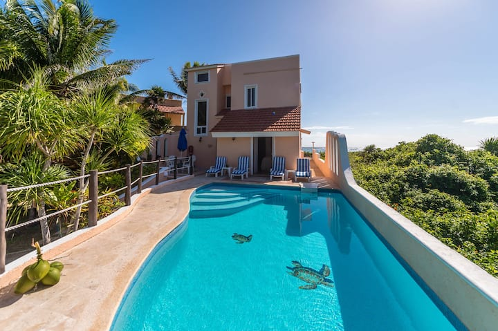 Casa del Mar-Ocean View! Pool! Close to Amenities!