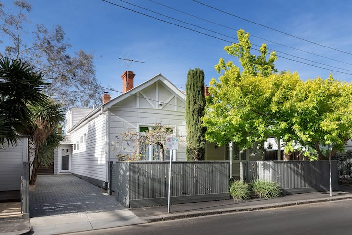 Huge, Art Filled Classic Fitzroy Residence