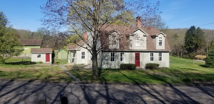 Charming 1806 farm house close to the CT River.