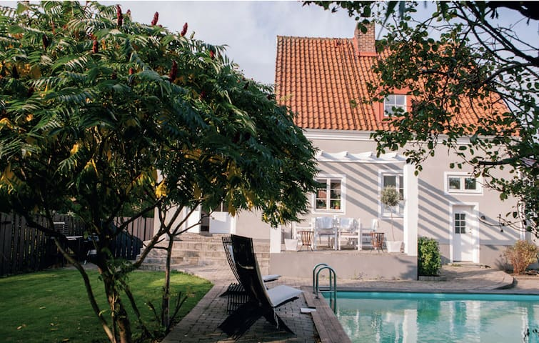 Beautiful villa with pool, close to the center - Helsingborg - Rumah