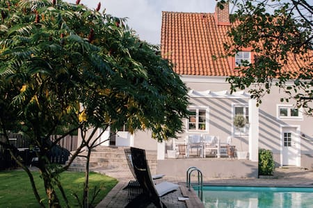Beautiful villa with pool, close to the center - Helsingborg