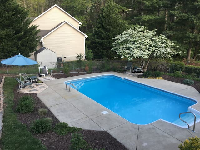 A Sweet Spot on Sunset Drive with inground pool