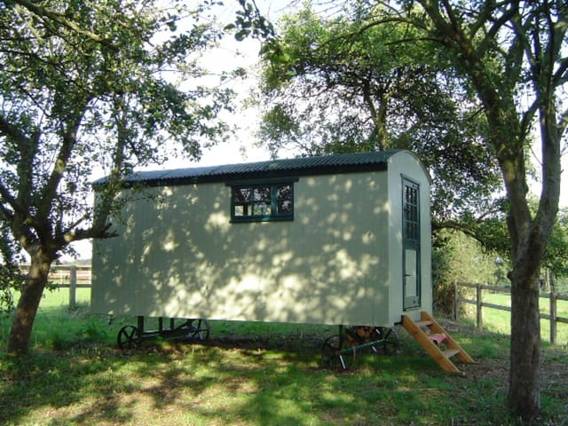 Orchard Shepherd Hut - Chipping Warden