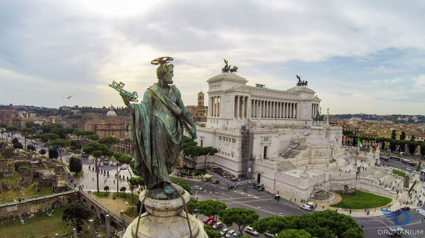 Piazza Venezia is 26 min with the bus 492 in the front of our building