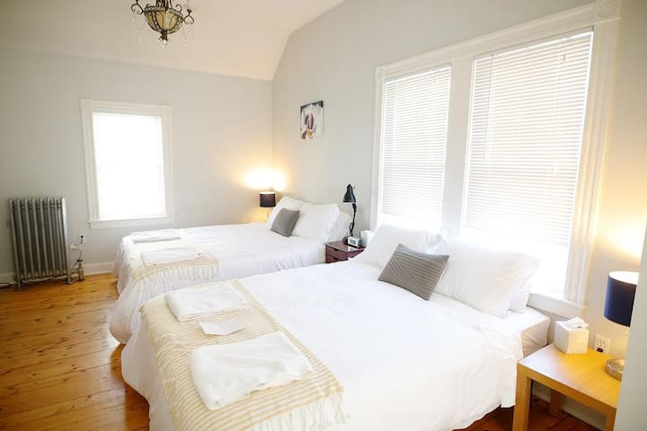 Spacious Sunlit Suite near Downtown Salem