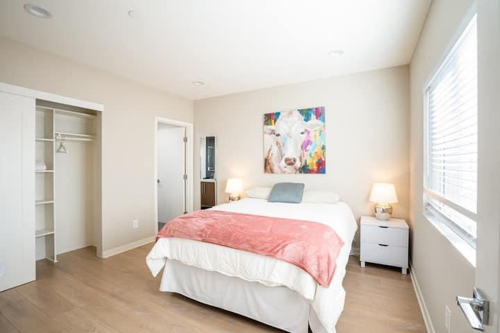 Private bedroom w/private bath top floor